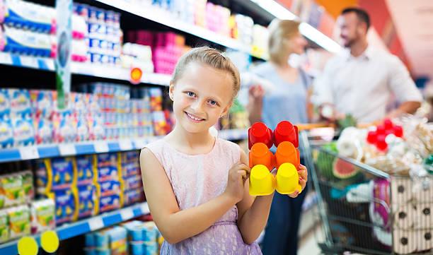 girl holding package with yogurt - kinder verpackung stock-fotos und bilder
