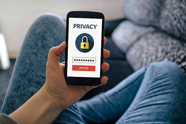 girl holding smart phone with online privacy concept on screen - design plat photos et images de collection