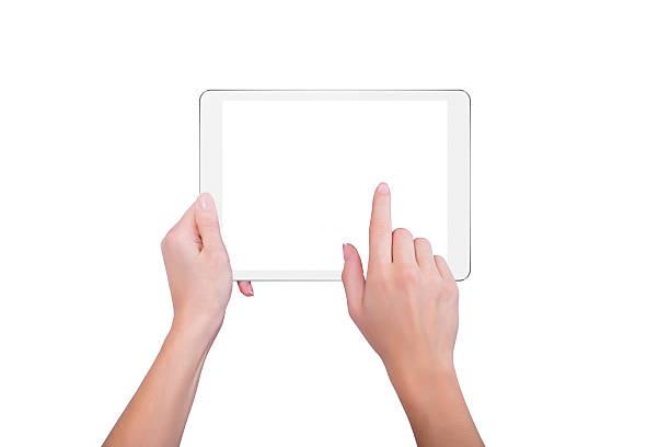 Mädchen hält einen Teller und tippe auf den Bildschirm – Foto