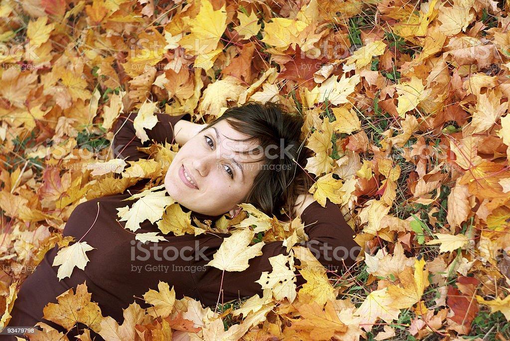 소녀 추절 leafs - 로열티 프리 가을 스톡 사진