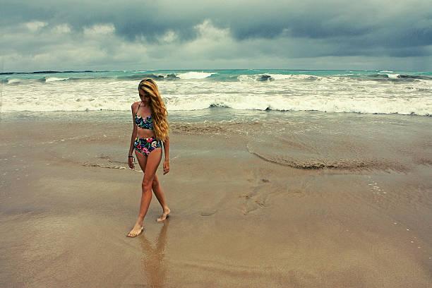 girl in bikini on beach at stormy sea, Galapagos island – Foto