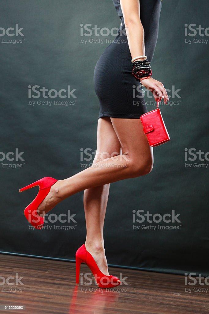 Schuhe zum kurzen kleid