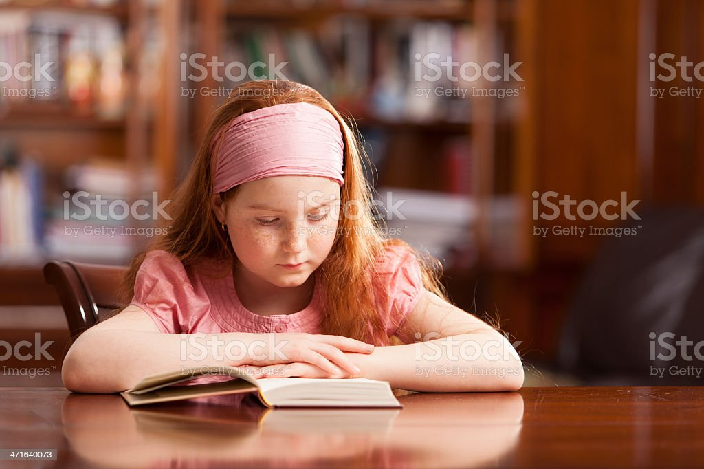 Girl in home setting, reading at table - Royalty-free 10-11 Years Stock Photo