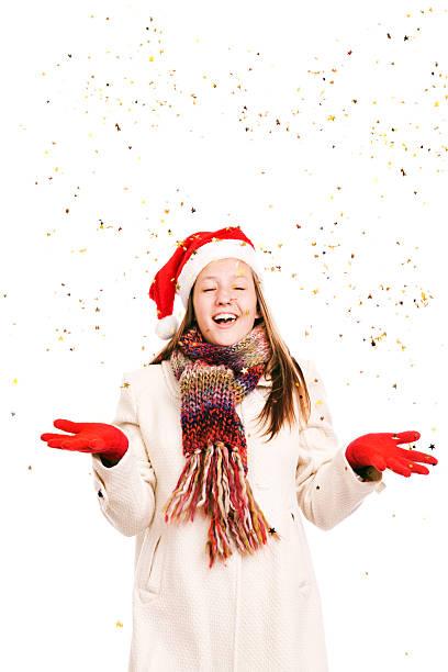 mädchen in weihnachtsmütze weihnachten mode mit gold star-konfetti - schal mit sternen stock-fotos und bilder