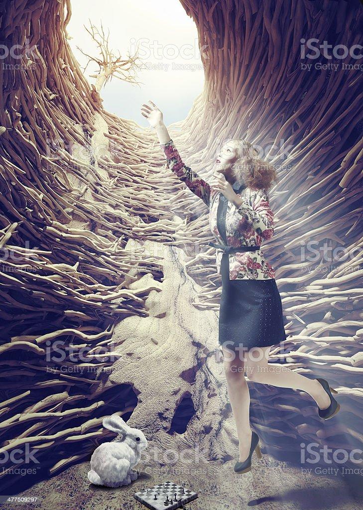 Garota no fundo hole - foto de acervo