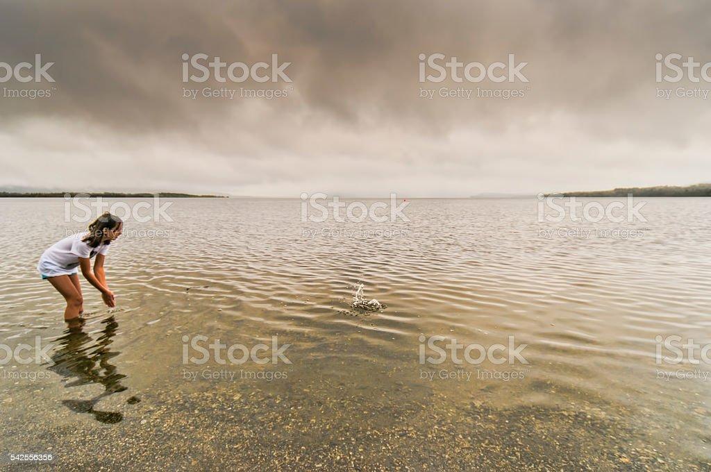 Девочка в воде стоковое фото