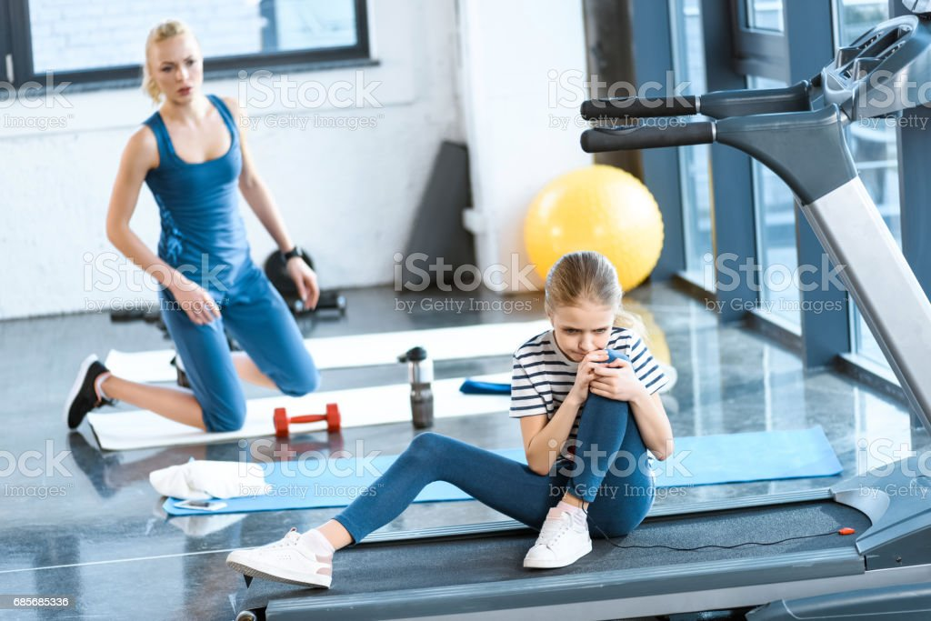 girl injured knee sitting on treadmill royalty-free 스톡 사진