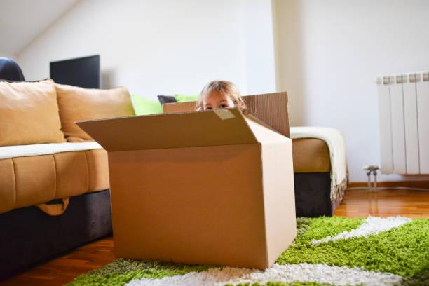 Mädchen in einer Box – Foto