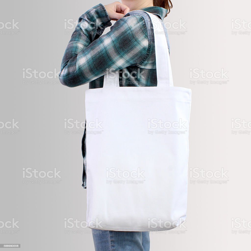 Girl is holding blank cotton tote bag, design mockup. - foto de stock
