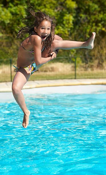 ragazza salto in piscina - costume foto e immagini stock