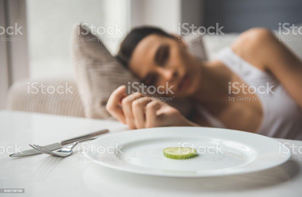Girl keeping diet - foto de stock
