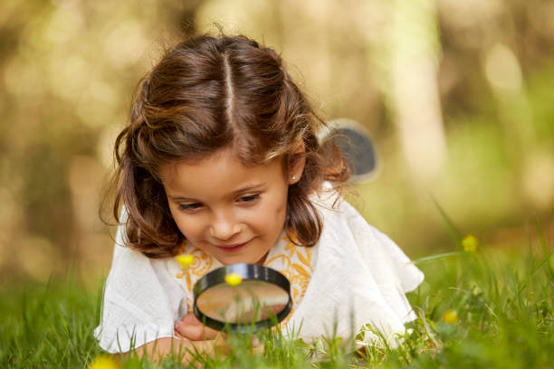 https://media.istockphoto.com/photos/girl-looking-at-grass-through-magnifying-glass-picture-id800433404?k=6&m=800433404&s=612x612&w=0&h=_dr9bZd2B22Bk9-lO4nGvzXiLrCk3lKE8_JJV6TuyUk=