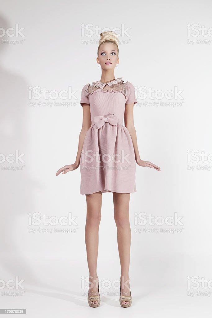 Girl looking como muñeca foto de stock libre de derechos