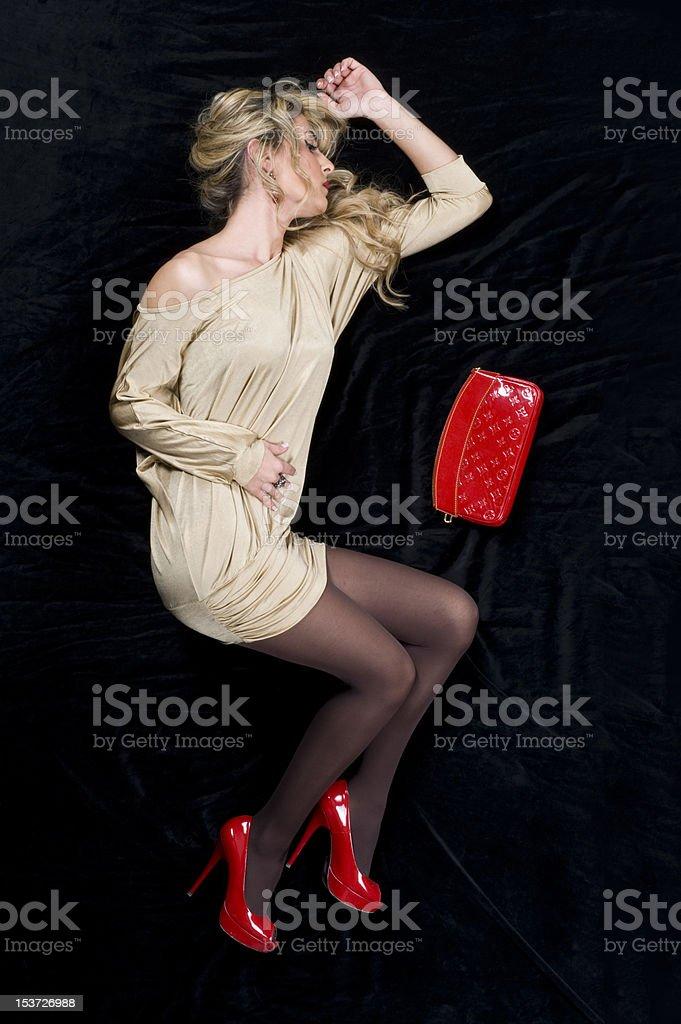 bas prix meilleur choix inégale en performance Photo libre de droit de Femme Allongée Sur Le Sol banque d ...