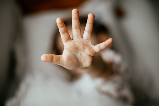 A girl showing 5 with her fingers