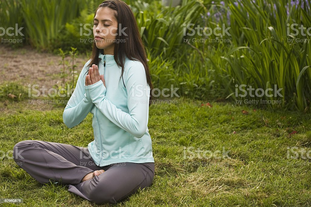 girl meditating in backyard royalty free stockfoto