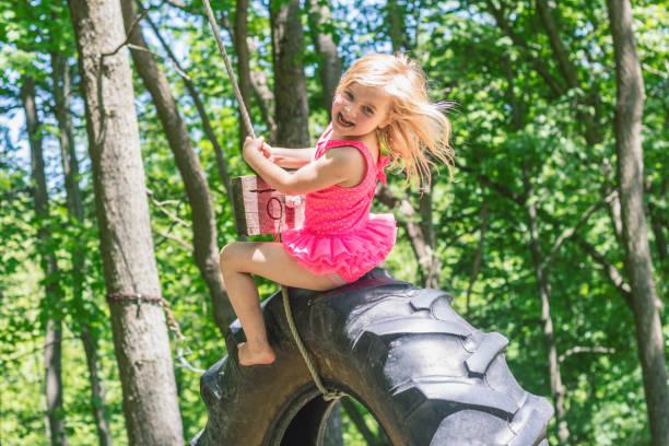 Girl On A Tire Swing 2 – zdjęcie