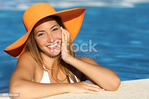istock Girl on holidays with a perfect white smile 531084085