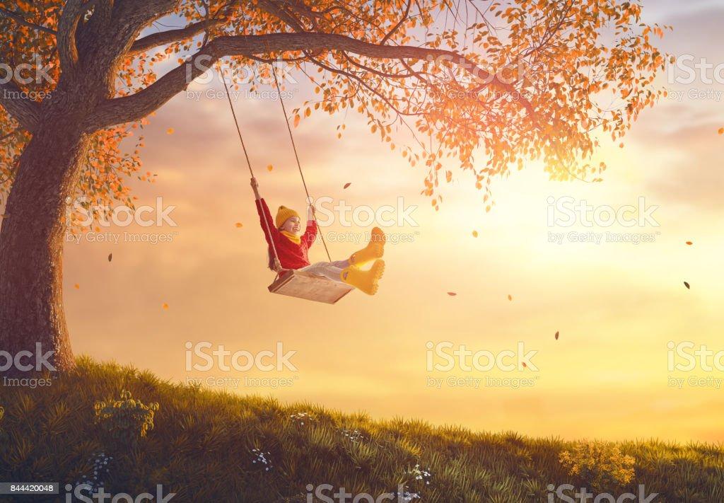 girl on swing - foto stock