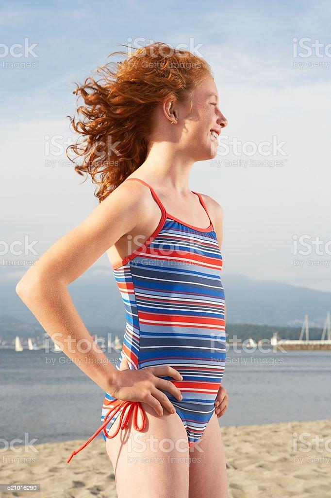 Fille sur la plage  - Photo