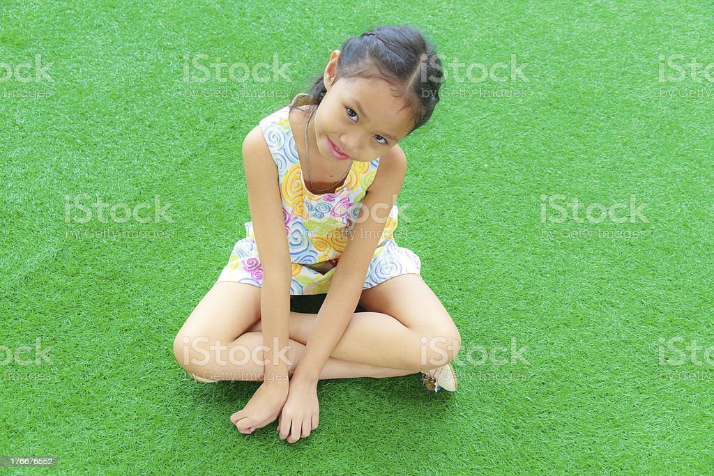 Girl on the grass. foto de stock libre de derechos