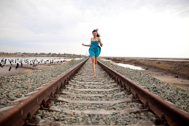 Mädchen auf der Eisenbahn – Foto