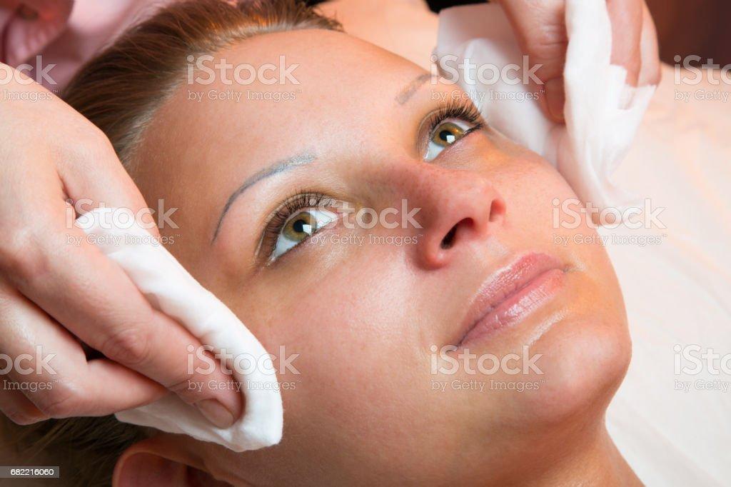girl peeling skin on face きれいにするのストックフォトや画像を多数