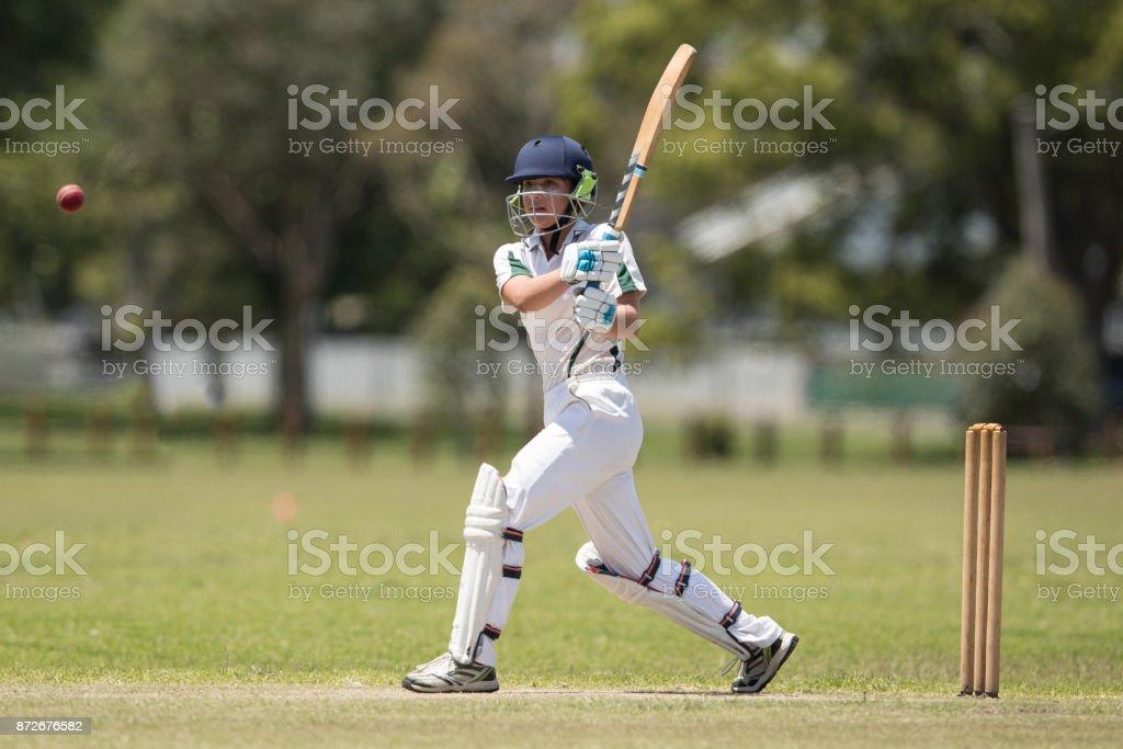 Mädchen spielen cricket – Foto