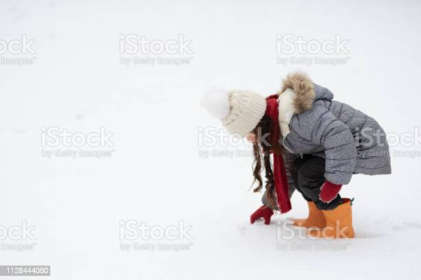 Girl playing in the snowy park picture id1128444050?b=1&k=6&m=1128444050&s=612x612&h=j43ysydujl3wigq3ratd7toypyb6h8ru4kcsvdztmkk=