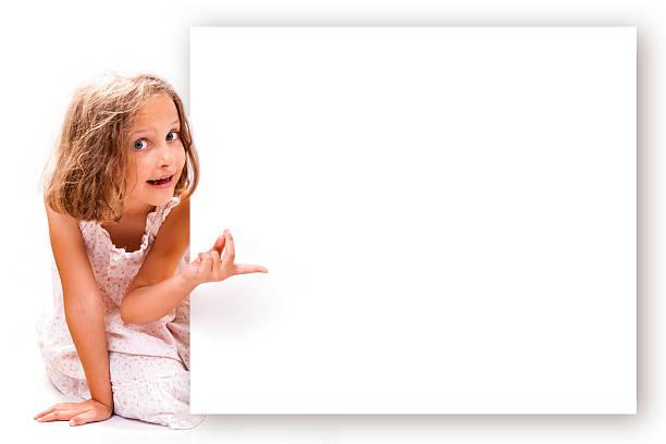 mädchen zeigt - sprüche kinderlachen stock-fotos und bilder