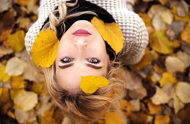 Girl portrait in leaves - foto de acervo