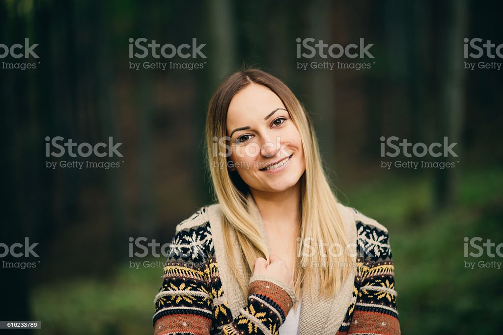 girl portrait in the forest – Foto