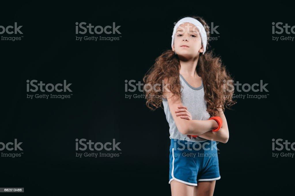 spor giyim üzerine siyah izole poz kız. 12 yaşında çocuklar, çocuk kavramı spor. royalty-free stock photo