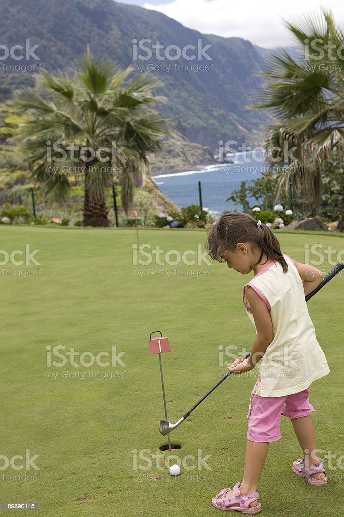 Mädchen üben Golfschwung – Foto