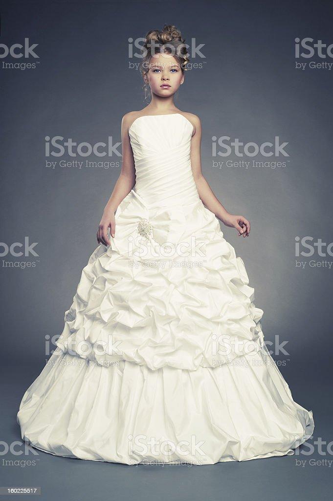 Mädchen Prinzessin Im Weißen Ballkleid - Stockfoto | iStock