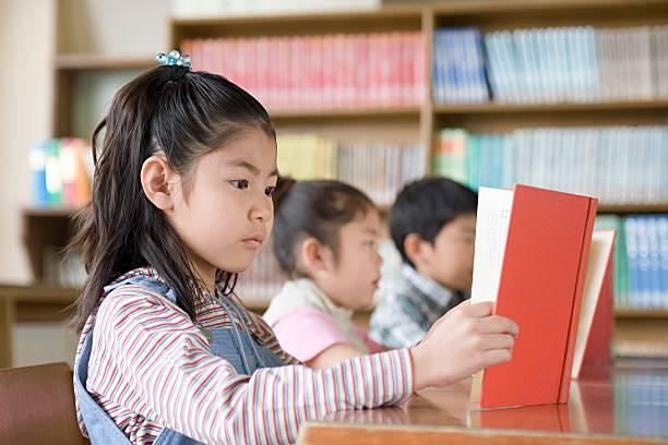 女の子読書は ストックフォト
