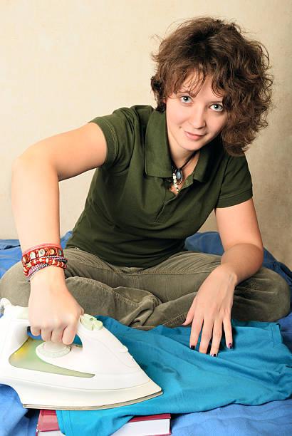 Mädchen entfernen vax Schmutz – Foto
