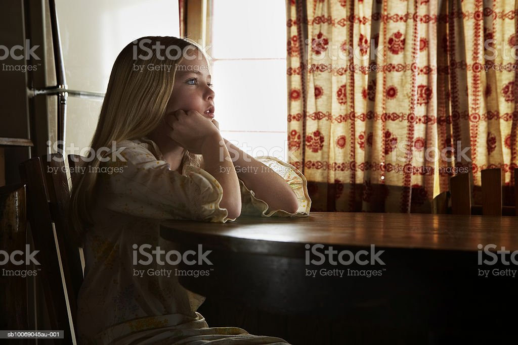 Girl (10-11) resting chin on hands royalty free stockfoto