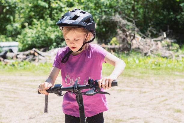 Girl Riding An Electric Bike 1 – zdjęcie