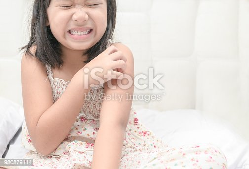 istock girl scratch the itch with hand 980879114
