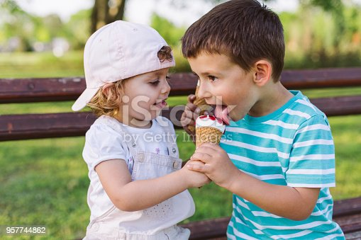 958492394 istock photo girl share her ice cream with brother 957744862