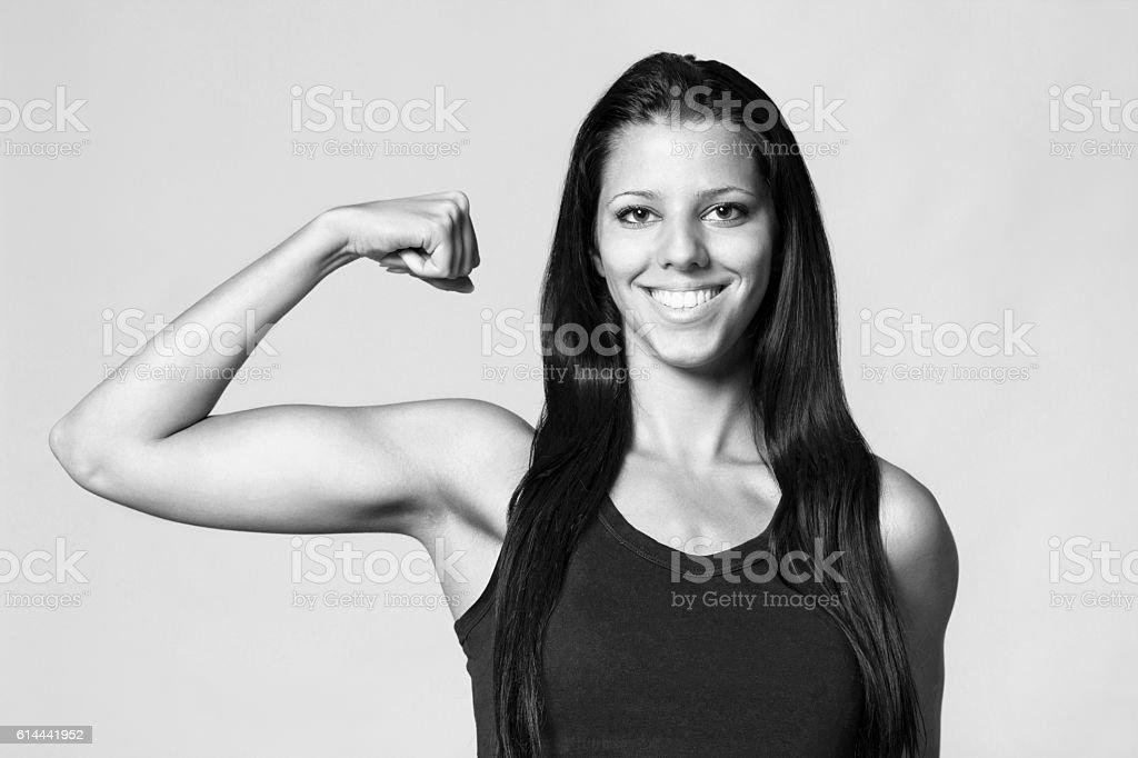Fille montrant biceps - Photo
