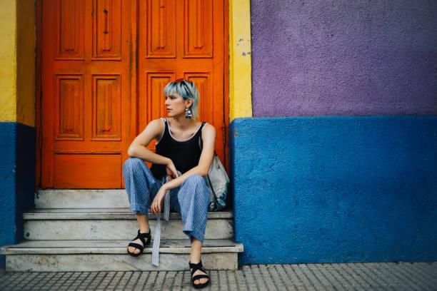 girl sitting on a vintage house doorstep - showus стоковые фото и изображения