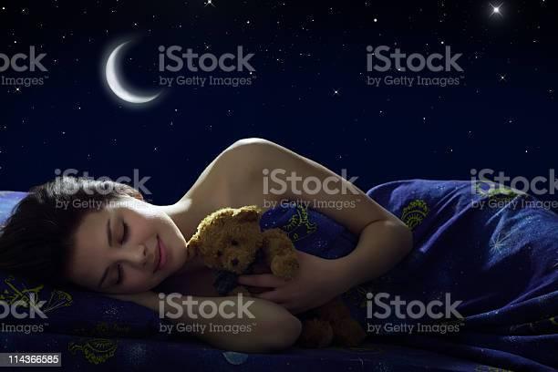 Niña Durmiendo Foto de stock y más banco de imágenes de Dormir