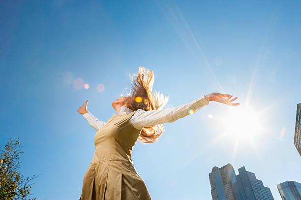 Girl spinning outside in sunshine - foto de acervo