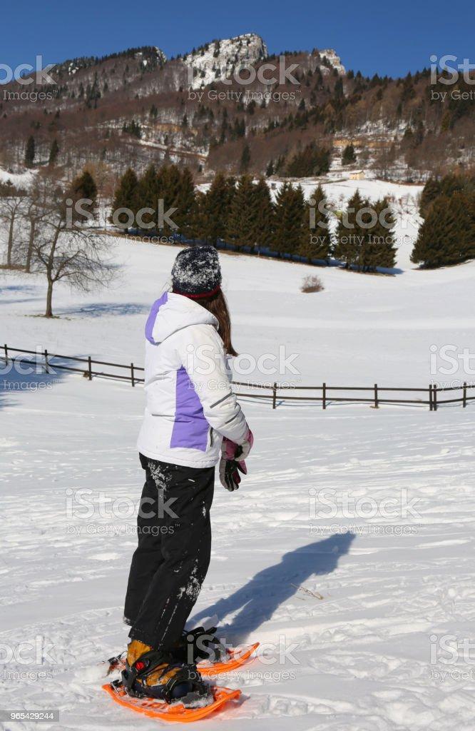 garota parou para olhar a vista - Foto de stock de Bebê royalty-free