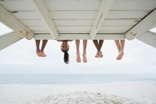 Mädchen Auf Den Kopf Gestellt Stockfoto und mehr Bilder von Allgemein beschreibende Begriffe