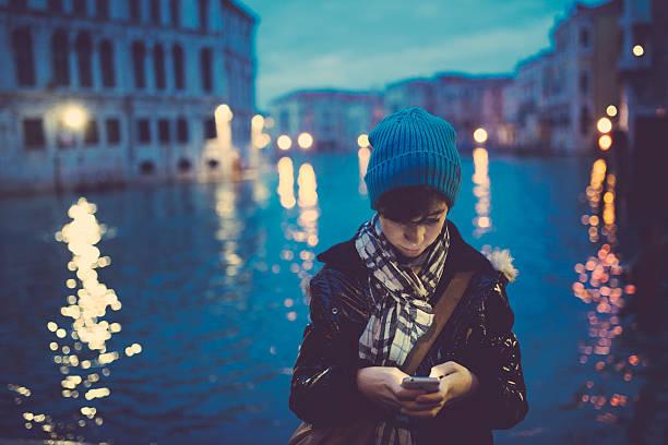 Mädchen mit smartphone – Foto