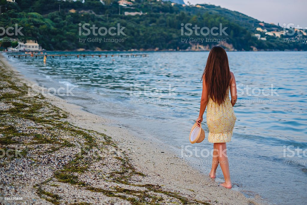 foto de girl walking on the beach alone e mais banco de imagens de