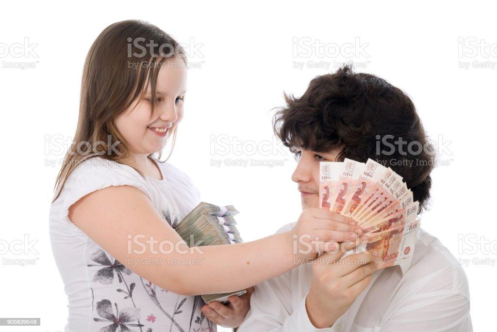 chica quiere quitarle dinero de chico - foto de stock